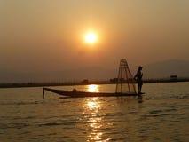 Solnedgång på Inle sjön Royaltyfria Bilder
