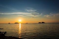 Solnedgång på Koh Chang Island Royaltyfri Fotografi