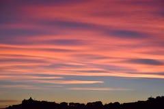 Solnedgång på kullen Arkivbild