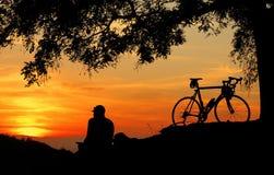 Solnedgång på kullen Arkivfoto