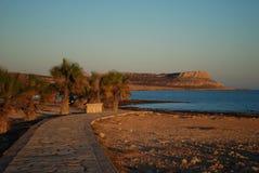 Solnedgång på kusten av Ayia Napa Cypern Arkivbild