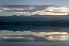 Solnedgång på laken Fotografering för Bildbyråer