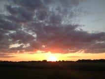 Solnedgång på landssidan Arkivfoton