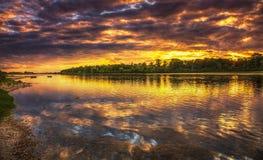 Solnedgång på Loiret River i Frankrike Arkivbilder