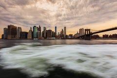 Solnedgång på Lower Manhattanhorisont, New York Förenta staterna Arkivfoto