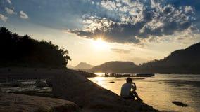 Solnedgång på luangprabang royaltyfri bild