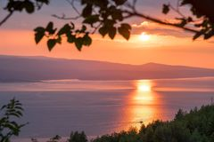 Solnedgång på Makarskaen Riveria Royaltyfri Bild