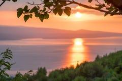 Solnedgång på Makarskaen Riveria Arkivfoton