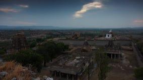 Solnedgång på Malyavantha Parvata & den Raghunathaswamy templet, Hampi Arkivbilder
