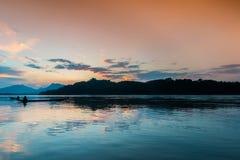 Solnedgång på Mekong River, Laos Arkivbild