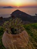 Solnedgång på Milosön (Grekland) Arkivbild