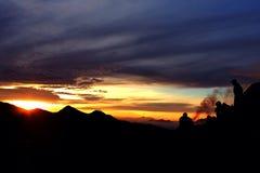 Solnedgång på montainen Arkivbild