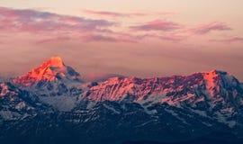 Solnedgång på monteringen Nanda Kot Arkivfoto