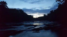 Solnedgång på mordliten vik Arkivfoton