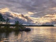 Solnedgång på Onego sjön fotografering för bildbyråer