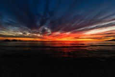 Solnedgång på Pagudpud Arkivfoto
