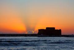 Solnedgång på Paphos i Cypern Arkivbild