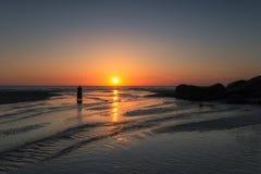 Solnedgång på Perranporth Arkivbild