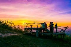 Solnedgång på Pha Hou Nak av Chaiyaphum, Thailand royaltyfri foto