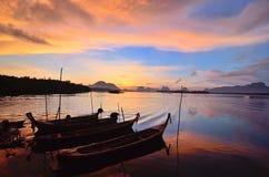 Solnedgång på Phang Nga Royaltyfria Bilder
