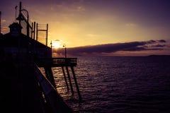 Solnedgång på pir i Kalifornien Fotografering för Bildbyråer
