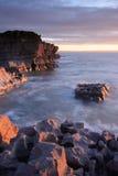 Solnedgång på Porthcawl, södra Wales royaltyfria bilder