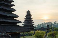 Solnedgång på Pura Besakih Royaltyfri Fotografi
