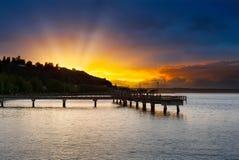 Solnedgång på Ruston vägstrand i Tacoma WA royaltyfria foton