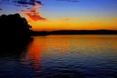 Solnedgång på Saoet Francisco River i Minas Gerais, Brasilien arkivfoto