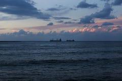 Solnedgång på seacoasten av Sidon, Saida, Libanon royaltyfri bild