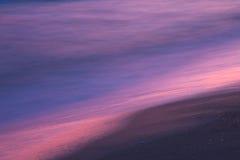Solnedgång på seashorecloseupen arkivfoto