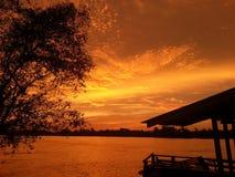 Solnedgång på Sg Rejang Arkivbild
