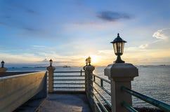Solnedgång på sikten för hav uppifrån Arkivfoto