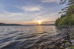 Solnedgång på sjön Royaltyfria Bilder