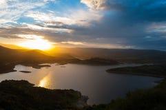 Solnedgång på sjön Royaltyfria Foton