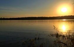 Solnedgång på sjön Frierson Arkivfoton