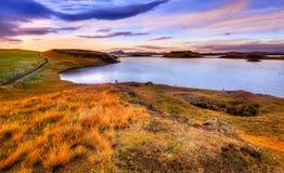 Solnedgång på sjön Myvatn Arkivfoto