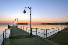 Solnedgång på sjön Trasimeno fotografering för bildbyråer