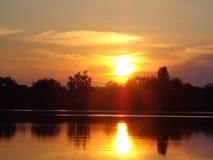 Solnedgång på sjösolen Arkivbild