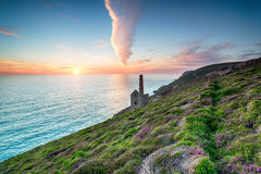 Solnedgång på St Agnes i Cornwall Arkivbilder