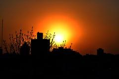 Solnedgång på staden Arkivfoton