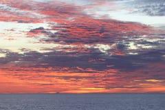 Solnedgång på Stilla havet Nära Asien Royaltyfri Bild