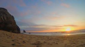 Solnedgång på stranden stock video