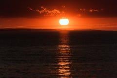 Solnedgång på stranden, Alakol, Kasakhstan Royaltyfri Foto