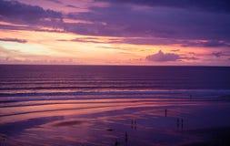 Solnedgång på stranden av Kuta Bali Indonesien Royaltyfri Foto