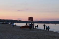 Solnedgång på stranden av Sopot Polen arkivbild