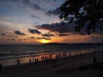 Solnedgång på stranden i Ao Nang, Krabi royaltyfria foton
