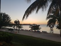 Solnedgång på stranden i Jamaica Montego Bay Arkivfoton