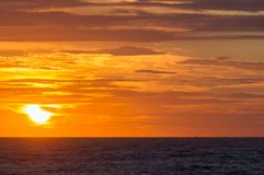 Solnedgång på stranden i Leba, Östersjön, Polen Arkivfoto