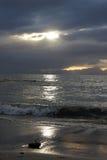 Solnedgång på stranden på Simons Bay Royaltyfri Bild